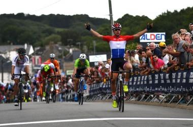 01(ツール・ド・ラヴニール第2ステージ)オランダのU23王者ヤコブセンが混沌ののスプリントを制す(photo Le Tour de l'Avenir)